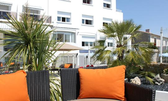 hotel *** In front of sea, charming hotel with swimming pool and lounge bar on the Ile d'Oléron - Charente-Maritime